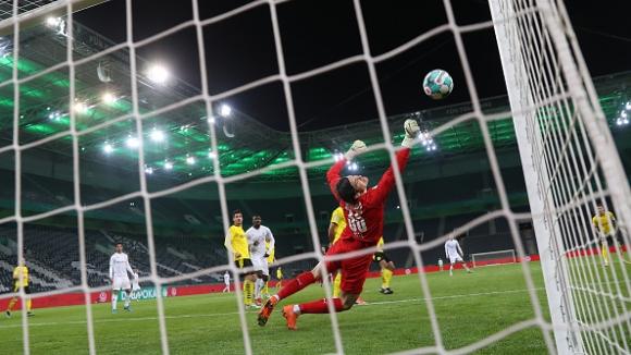 Дортмунд е на полуфинал за Купата на Германия след минимален успех над Мьонхенгладбах