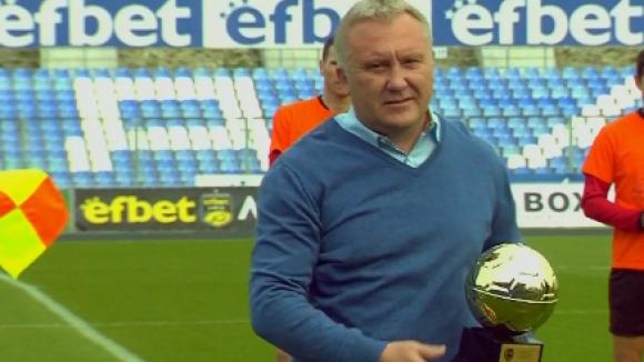 Николай Киров получи наградата си за Треньор на годината, Илиан Илиев - за трето място